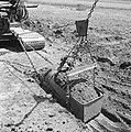 Ontginning, grondbewerking, egaliseren, bezanden, draglines, waterregge, Bestanddeelnr 159-0427.jpg