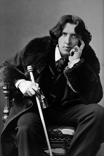 English: Oscar Wilde, three-quarter length por...