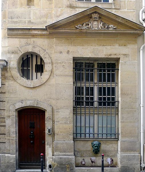 Fichier:P1040462 Paris II rue Colbert fontaine Colbert rwk.JPG
