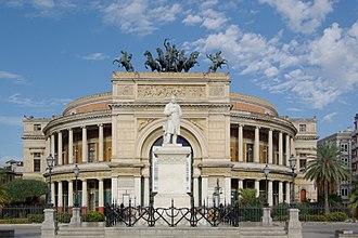Teatro Politeama, Palermo - Frontal view with the statue of Ruggero Settimo