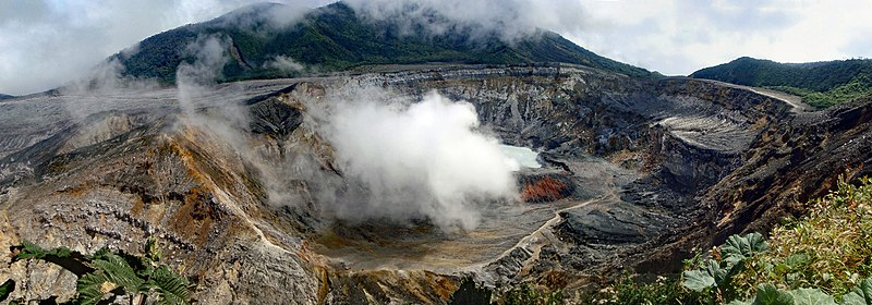 Poás volcano crater