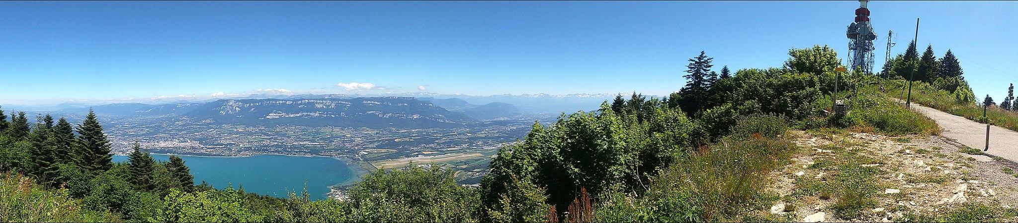Panorama de la vallée d'Aix-les-Bains depuis le relais du Mont du Chat