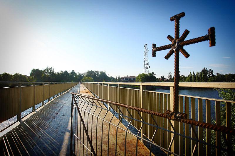 Fișier:Pasarela pietonala peste lacul Snagov.JPG