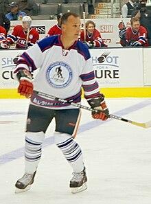 220px-Paul_Coffey Paul Coffey Boston Bruins Carolina Hurricanes Chicago Blackhawks Detroit Red Wings Edmonton Oilers Hartford Whalers Los Angeles Kings Paul Coffey Philadelphia Flyers Pittsburgh Penguins