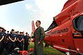 Petty Officer Teaches Recruits about Aviation DVIDS1108719.jpg