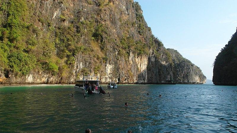 File:Phi Phi 2013 march - panoramio (2).jpg