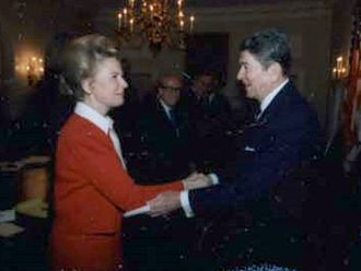 Phyllis Schlafly - Schlafly with Ronald Reagan in 1987
