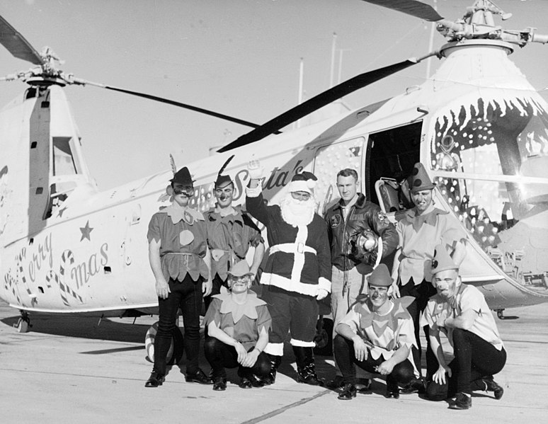 File:Piasecki HUP Christmas helicopter with Santa Claus and elves at Naval Air Station Oakland, 23 December 1956 (K-21585).jpg