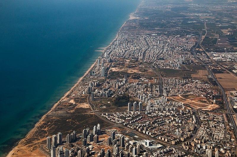 העיר נתניה וקו החוף
