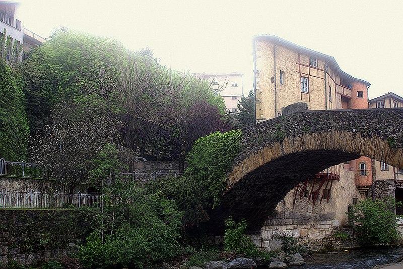 File:Pont Saint Martin 2016.jpg
