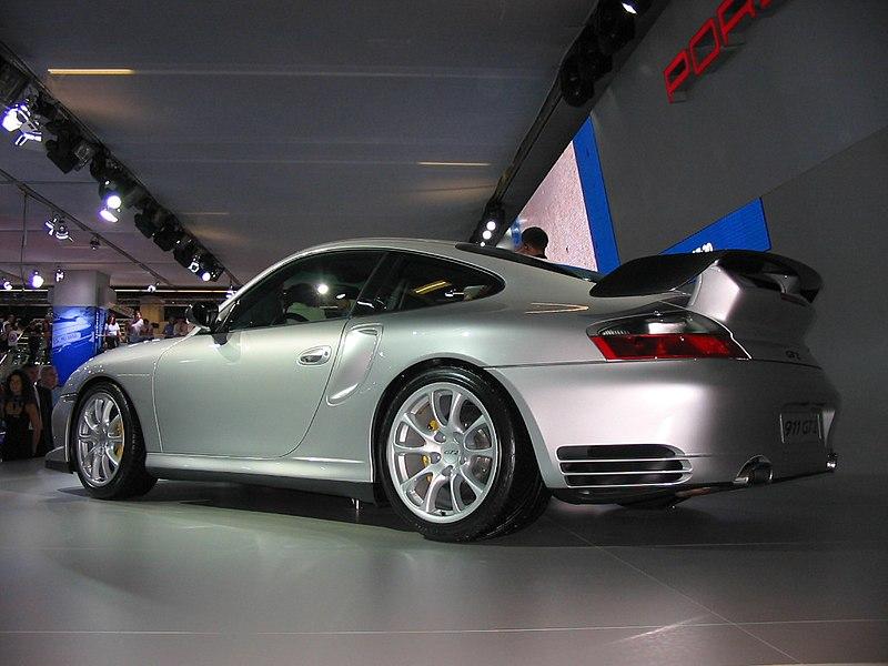 800px-Porsche_996_GT2_Heckansicht.jpg