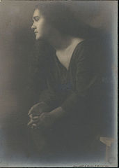 Portrait of Tahitian-Hawaiian girl (profile) 1909.jpg