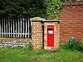 Post Box at Hanworth, 03 05 2010.JPG