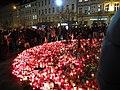 Praha, Václavské náměstní, svíčky pro Václava Havla, úterý, nově zapálené svíčky.JPG