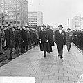 Prins Bernhard tijdens het afnemen van de parade van het Korps Mariniers voor he, Bestanddeelnr 918-5592.jpg