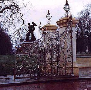 Queen Elizabeth Gate - Queen Elizabeth Gate, Hyde Park, by Giusseppe Lund