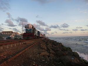 Sri Lanka Railways M2 - Image: Railway track along Colombo shore line