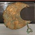 Rasoio in bronzo, da tombe a guardistallo, 810-600 ac ca.jpg