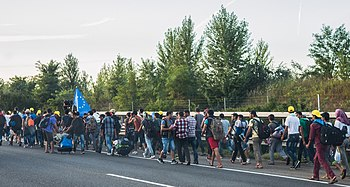 Refugee march Hungary 2015-09-04 02.jpg