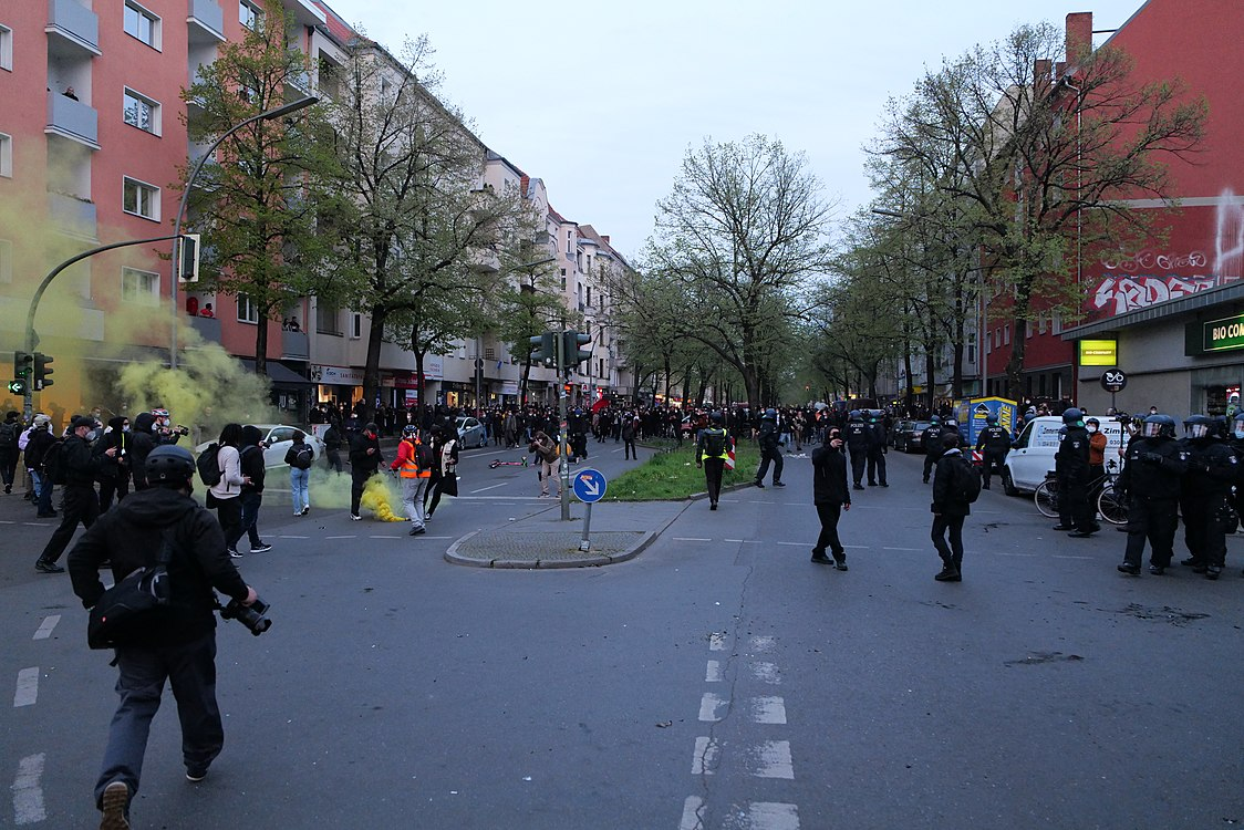 Revolutionary 1st may demonstration Berlin 2021 119.jpg