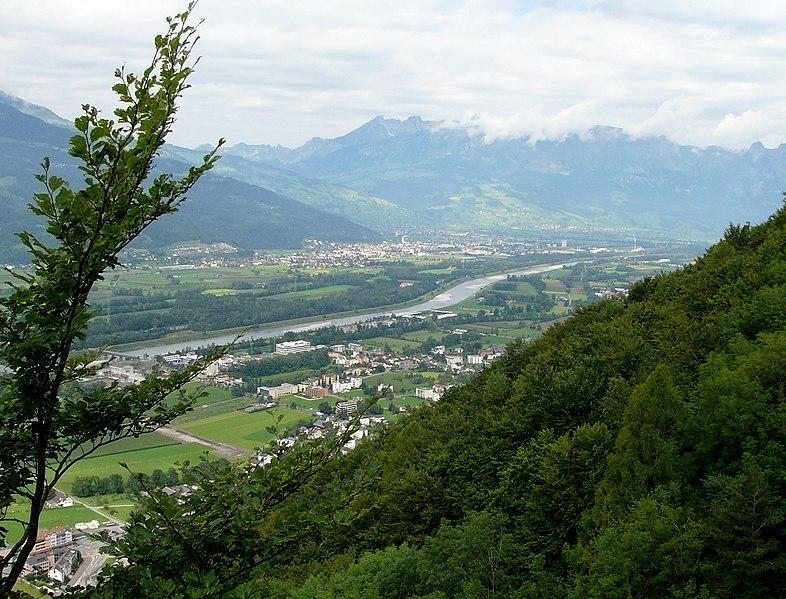 File:Rheintal bei Vaduz03.jpg