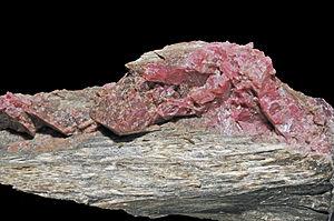 Rhodonite - Image: Rhodonite, cumingtonite