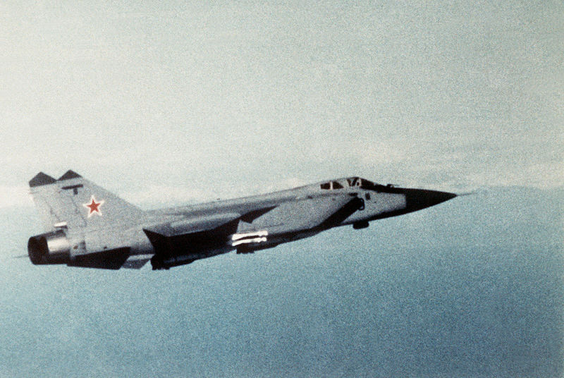 Right side view of a Soviet MiG-31 Foxhound.jpg