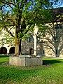 Ritterhaus Bubikon Brunnen.jpg