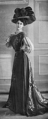 Robe princesse par Redfern 1907 cropped.jpg