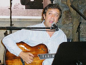 Rui Veloso - Rui Veloso singing in 2006 in Porto.