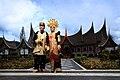 Rumah Gadang dan Baju Adat Minang.jpg