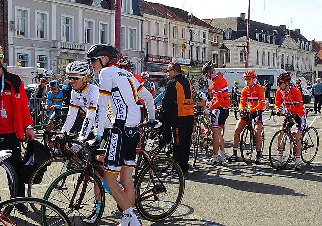 Saint-Amand-les-Eaux - Paris-Roubaix juniors, 12 avril 2015, départ (A71).JPG