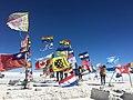 Salar de Uyuni (banderas).jpg