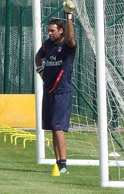Salvatore Sirigu au Camp des Loges (02082011) cropped.jpg