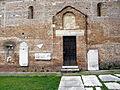 San Zeno, portale laterale e reperti romani (Cerea).JPG
