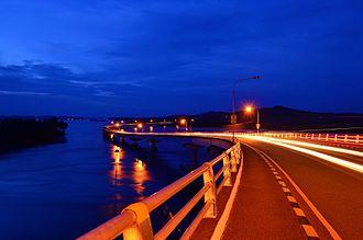 San Juanico Bridge - Image: San juanico 3