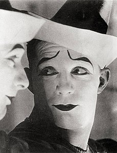 Sasha Stone Clown 1931.jpg
