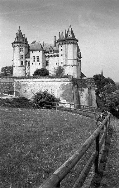 File:Saumur castle.jpg