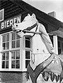 Schommelpaard bij een café, Bestanddeelnr 189-0881.jpg