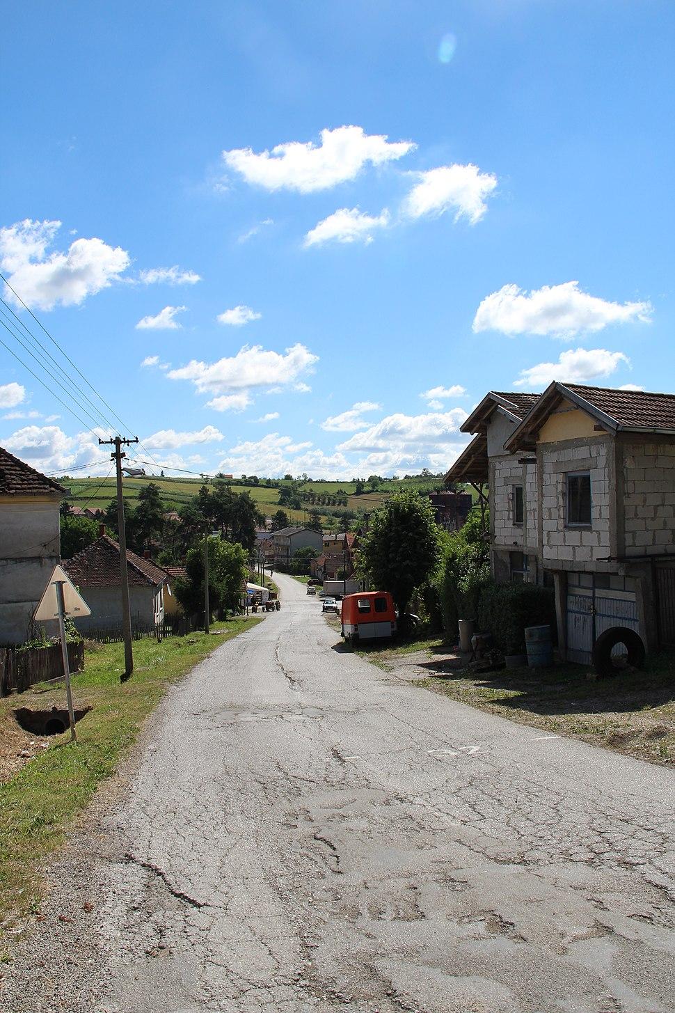 Selo Valjevska Kamenica - opština Valjevo - zapadna Srbija - centar sela 9