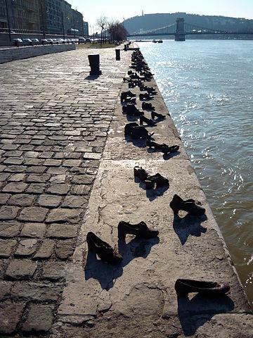 FileShoes on the Danube Promenade, Holocaust Memorial.JPG