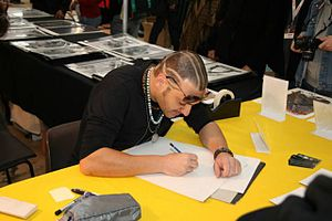 Simone Bianchi (artist) - Bianchi drawing at a convention