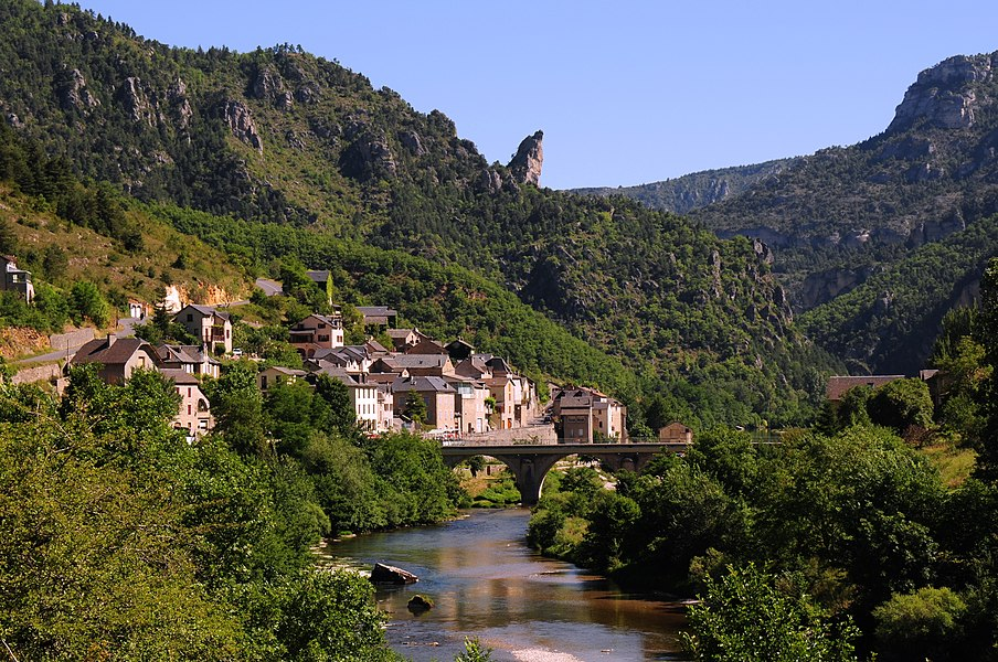 Small villages in the Tarn canyon. Here Les Vignes