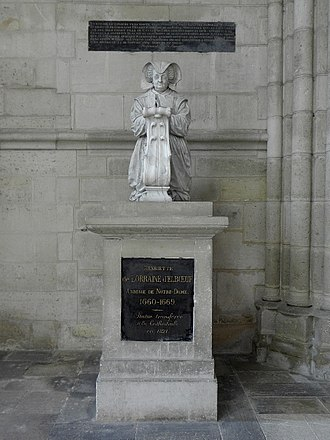 Socle (architecture) - Statue with inscription on what is called the socle in French; more likely the plinth in English.