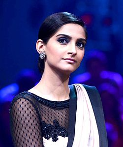 Sonam Kapoor at the sets of 'India Dancing Superstars'.jpg