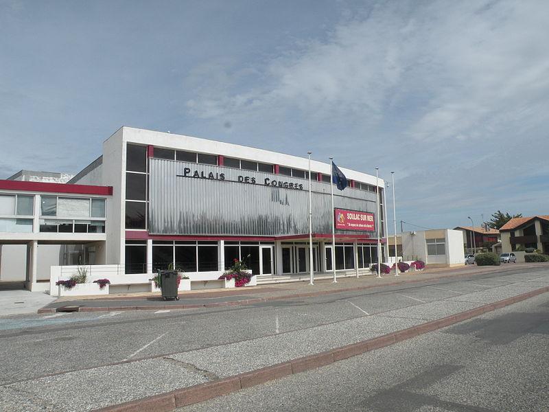 File:Soulac palais des congres.JPG
