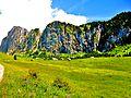 Sous les falaises du mont Chauffé, les chalets d'Ubine. (2).JPG