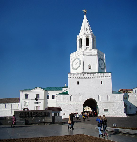 https://upload.wikimedia.org/wikipedia/commons/thumb/9/9c/Spasskaya_Tower_of_the_Kazan_Kremlin.jpg/580px-Spasskaya_Tower_of_the_Kazan_Kremlin.jpg