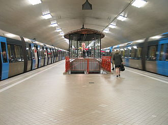 Odenplan metro station - Image: Stockholm subway odenplan 20050808 002