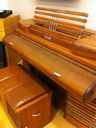 Electric piano - Image: Storytone electric piano (1939) by Story & Clark and RCA, art deco design by John Vassos, MIM PHX